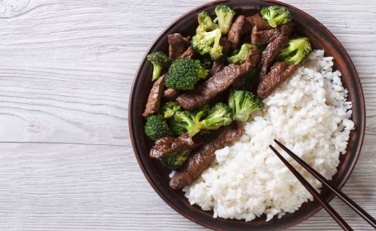 meal plan with 4 ingredients to make beef and broccolini with rice for weekly meal plan