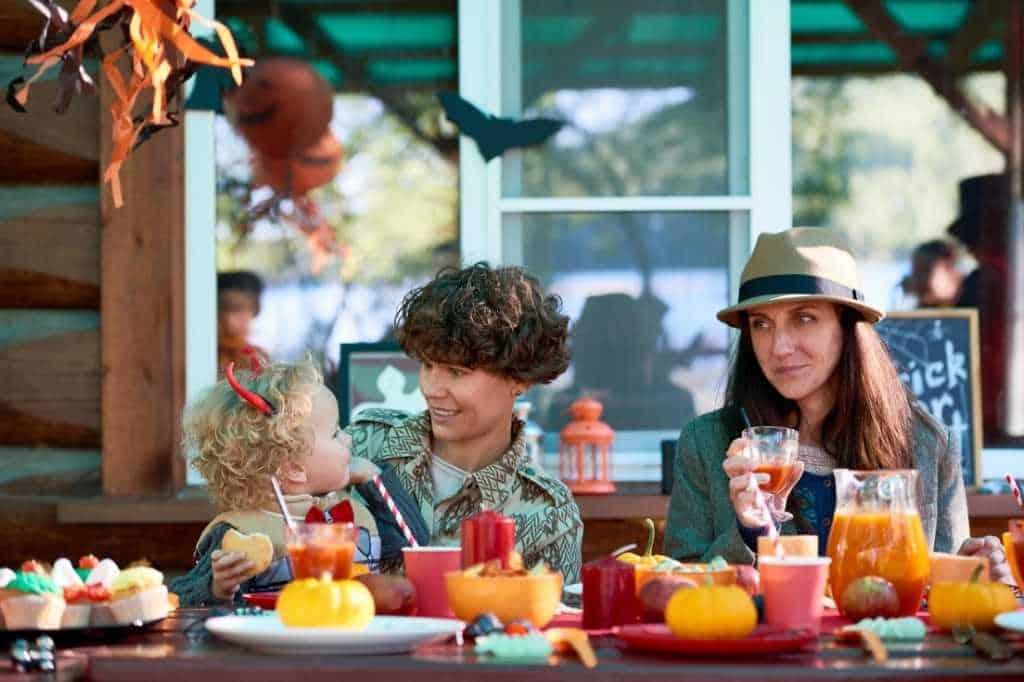 Halloween family dinner for h=Halloween night in